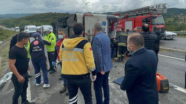 Bartın'da otomobil ile çarpışan otobüs devrildi: 3 ölü