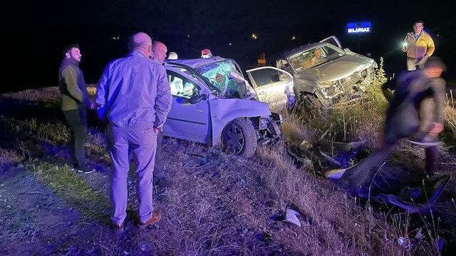 Karabük'te katliam gibi kaza: Kamyonet ve otomobil kafa kafaya çarpıştı