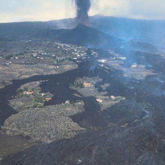 Kanarya Adalarında lavların yuttuğu evler havadan görüntülendi