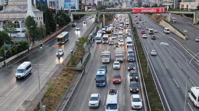 İstanbul'da yağmur başladı: Trafik yoğunluğu yüzde 71'i gördü