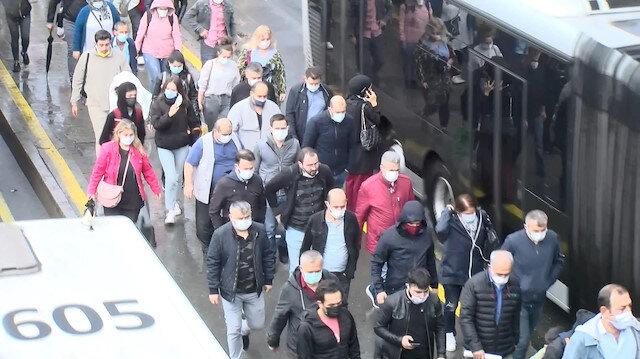 Cevizlibağ'da yağmur sonrası toplu taşımada yoğunluk