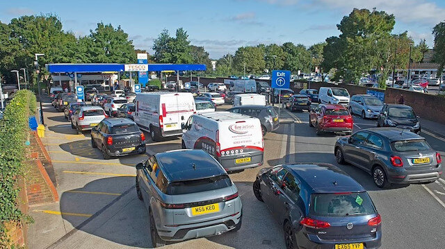 İngiltere'de benzin kuyrukları: Halk panikte