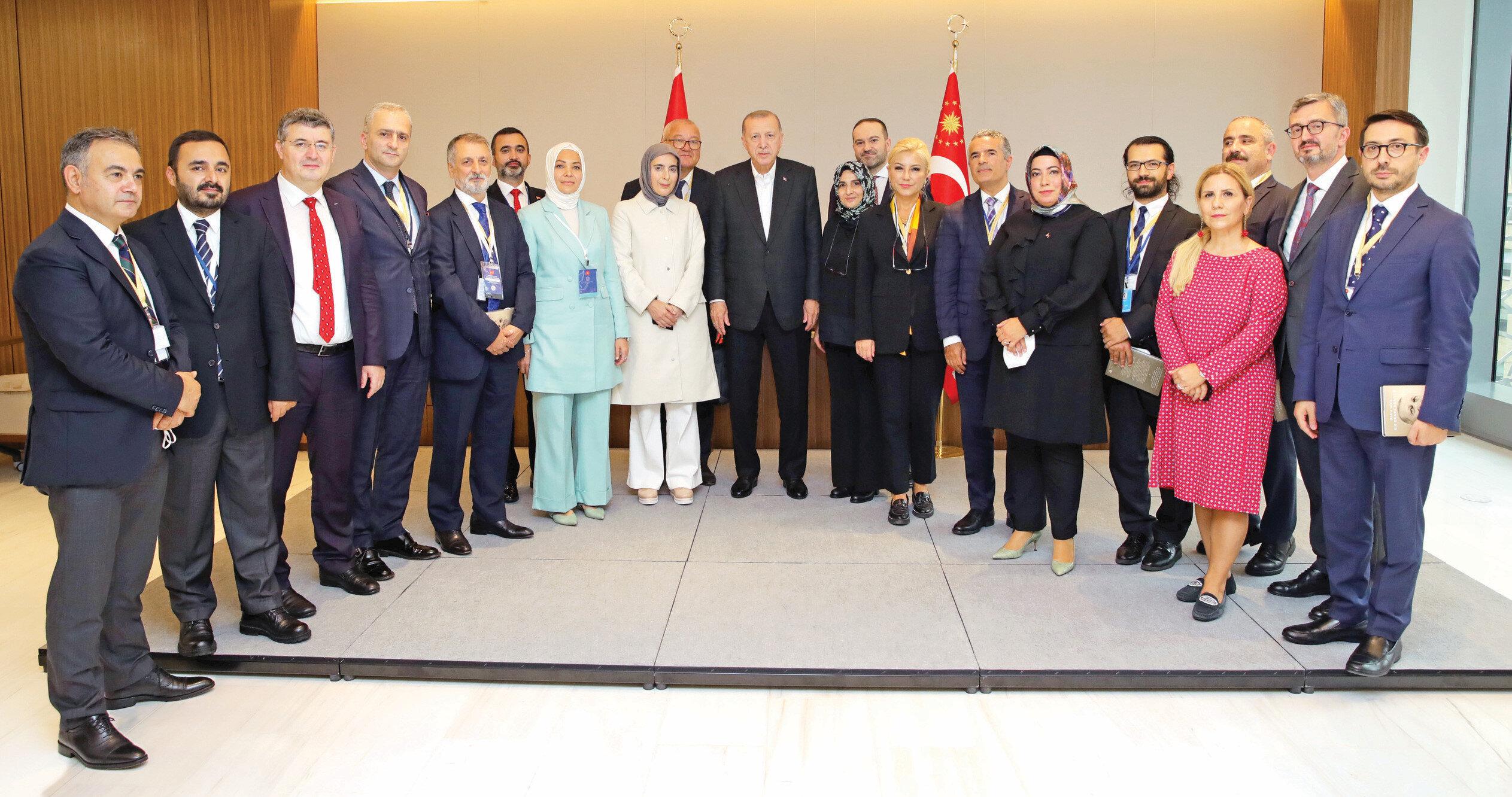 Cumhurbaşkanı Erdoğan, ABD ziyareti sonunda New York'taki Türkevi'nde gazetecilerin sorularını yanıtladı.