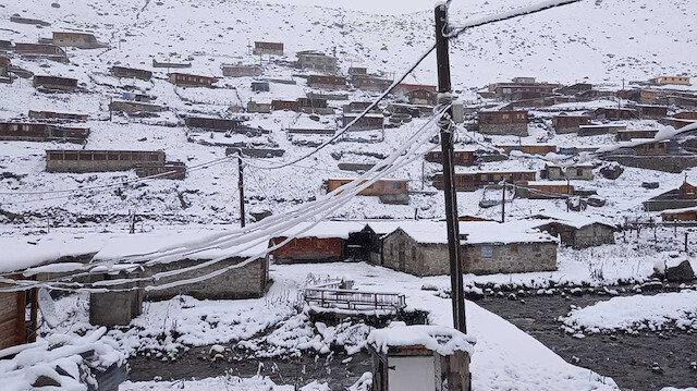 Karadeniz'de kar sürprizi: Uyandıklarında 15 santimetre karla karşılaştılar