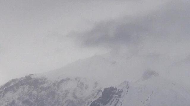 Erzincan'ın zirvelerine mevsimin ilk karı düştü