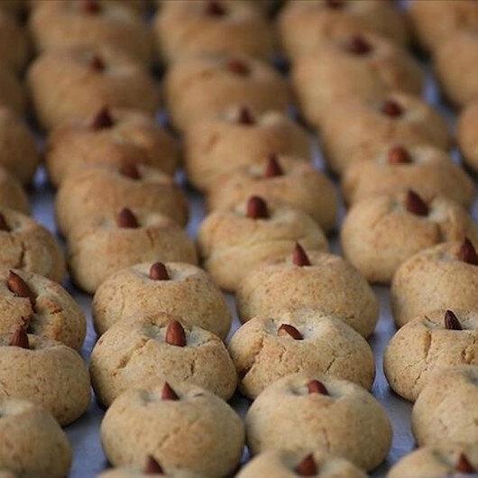 """ملاطية """"عاصمة المشمش"""" التركية.. حلوى فريدة من البذور"""