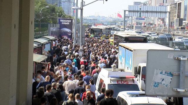 Şirinevler'deki toplu taşıma yoğunluğu yollara taştı