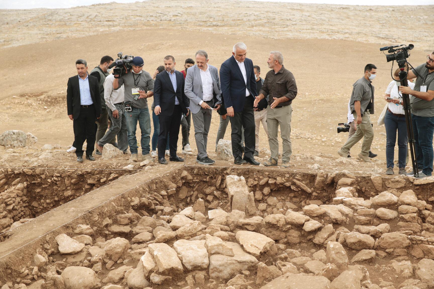Kültür ve Turizm Bakanı Mehmet Nuri Ersoy yerli ve yabancı basına Karahantepe kazı alanıyla ilgili bilgi verdi.