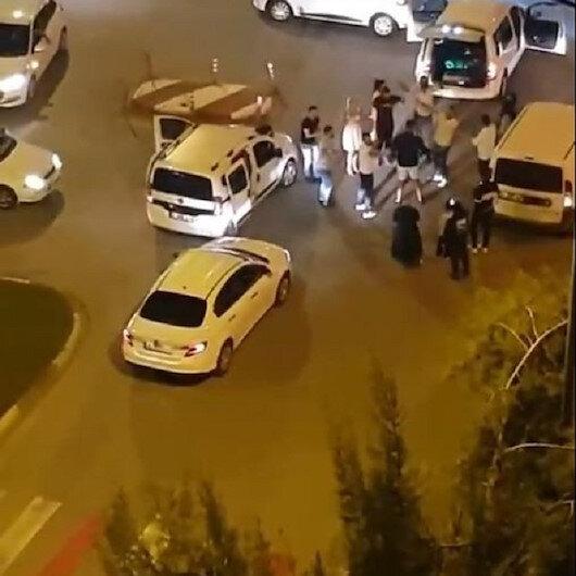 Antalyada kavşağı trafiğe kapatıp erik dalı oynadılar