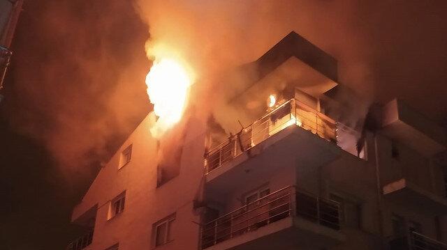 Aydın'da öfkeli koca binayı ateşe verdi mahalleli sokağa döküldü