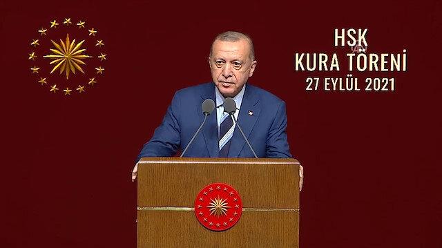 Cumhurbaşkanı Erdoğan: Cübbesini yere serenleri gördük