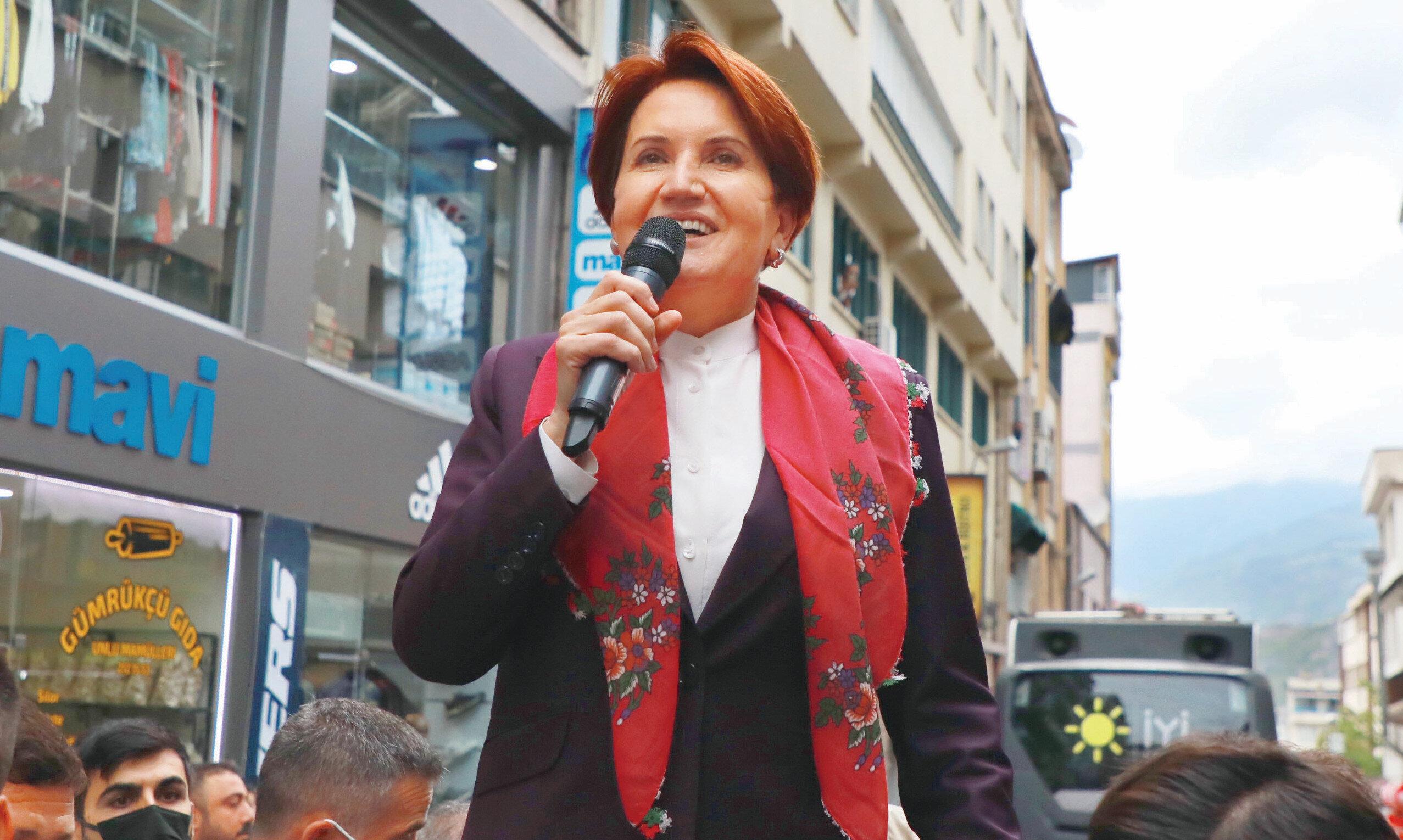 """15 Temmuz darbesi öncesi, """"Ben Başbakan olacağım"""" diye ortaya atılan İYİ Parti genel başkanı Meral Akşener, yine sahnede. Akşener, bu kez """"Ben Başbakan adayıyım"""" dedi."""