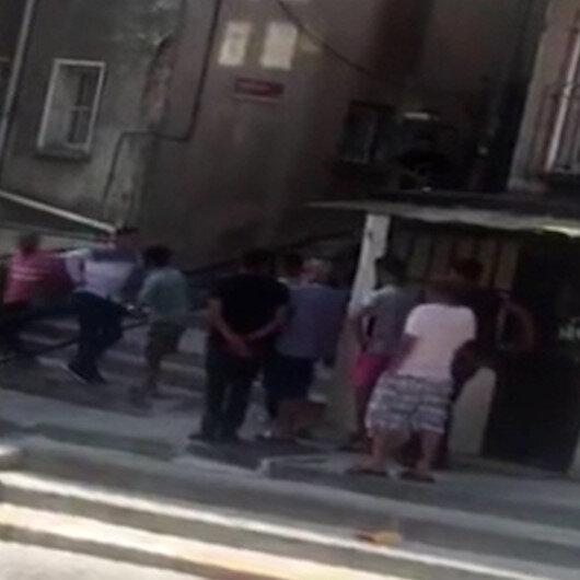 Beyoğlunda torbacılara polis baskını: Uyuşturucu kuyruğu kameralara yansıdı
