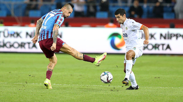 Trabzonspor 10 kişi kaldığı Alanyaspor maçından 1 puanla ayrıldı