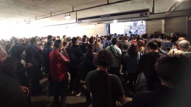 Uzunçayır'da metrobüs girişine iskele kuruldu geçişler çileye döndü: Vatandaş isyan etti
