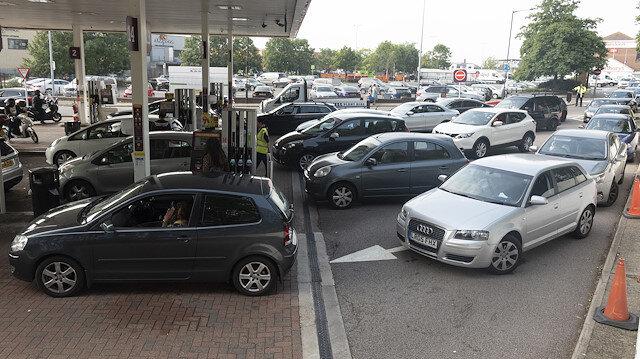 İngiltere'de şoför krizi: Hükümet büyüyen krizi yönetmekte zorlanıyor