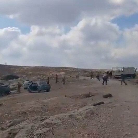 İşgalci Yahudilerden Filistinlilere ait evlere taşlı saldırı