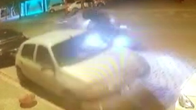 Kartal'da kontrolden çıkan otomobil park halindeki otomobillere çarpıp takla attı