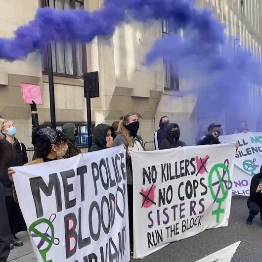İngilterede kadın cinayetleri ve polis şiddeti protesto edildi