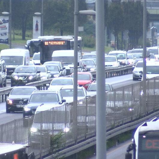 İstanbulda yağmur sonrası trafik yoğunluğu yüzde 70 seviyelerinde