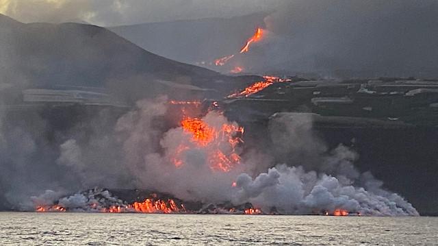 La Palma'da lavlar 10 günde Atlas Okyanusu'na ulaştı: Zehirli gaz uyarısı yapıldı