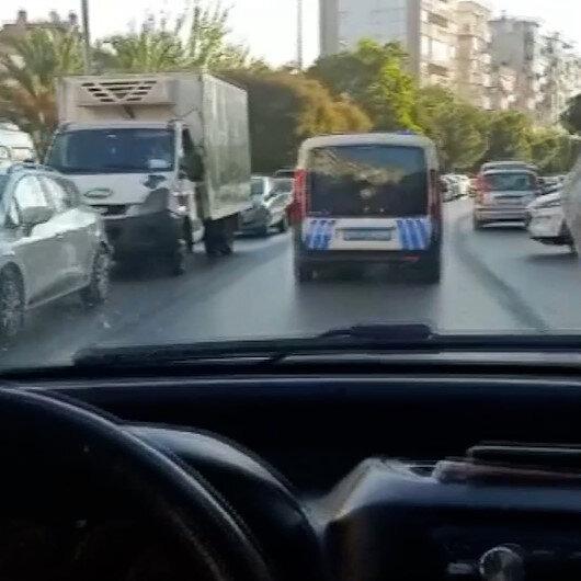 İzmirde doğum sancısı tutan kadını hastaneye polis eskortu yetiştirdi
