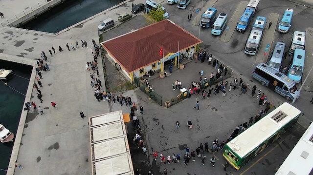 Kadıköy'de öğrencilerin İETT kart çilesi: Saatlerce yağmur altında beklediler