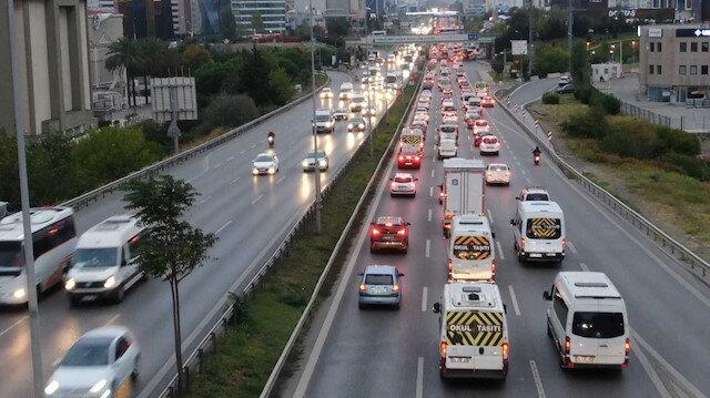İstanbul'da yağmur sonrası trafik durma noktasına geldi