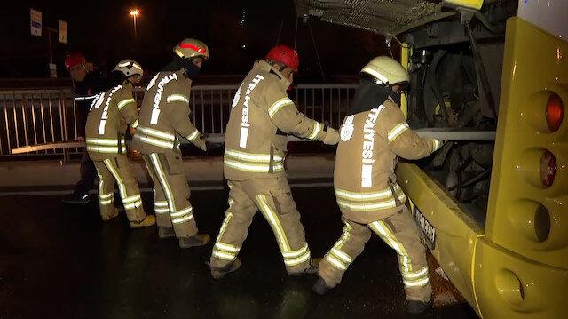 Avcılar'da İETT otobüsü kaza yaptı: 1'i ağır 4 kişi yaralandı