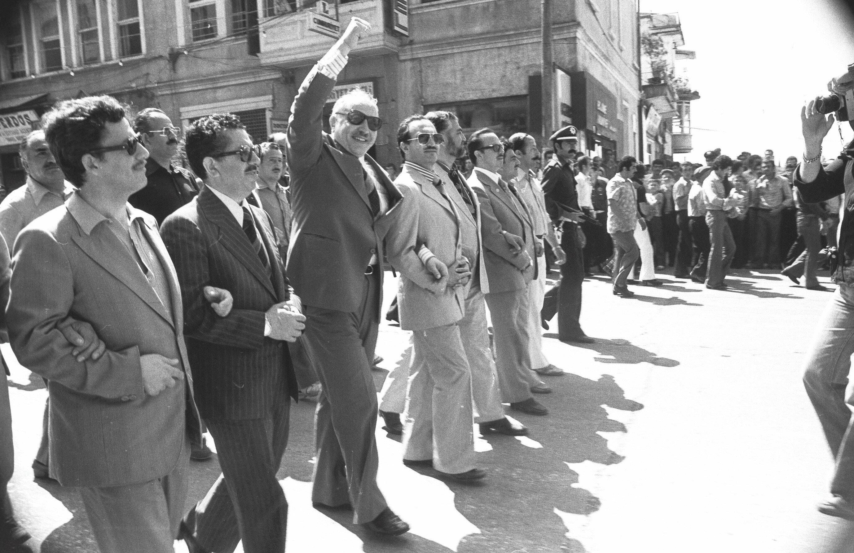 Asiltürk, MSP'nin 24 Haziran 1978'deki Antalya mitinginde Necmettin Erbakan'la kol kola yürümüştü.