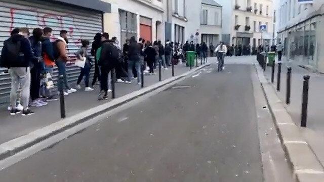 Fransa'da üniversite öğrencileri metrelerce uzunlukta yiyecek kuyruğu oluşturdu