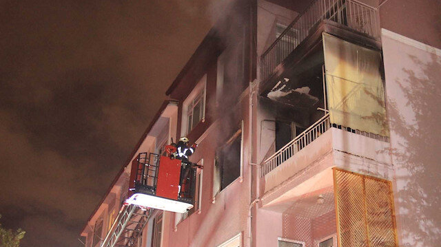 Çakmak gazı patladı ev yandı: 2 yaralı