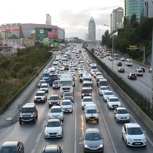 İstanbulda haftanın ilk iş günü trafik yoğunluğu
