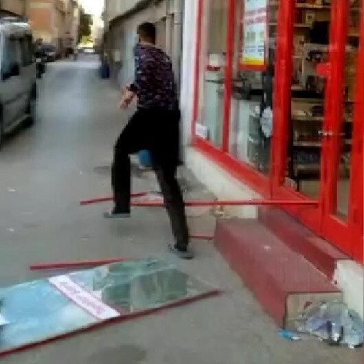 Bursa'da markete kilitlenen hırsız camı kırarak böyle kaçtı