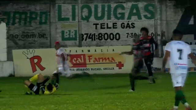 Brezilyalı futbolcudan şok hareket: Maçın hakemini hastanelik etti