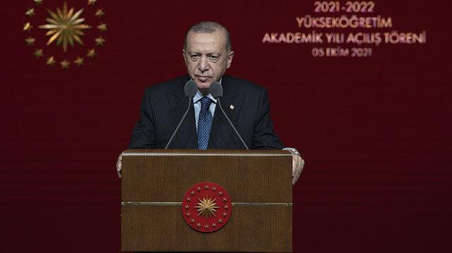 Makam aracının tepesine çıkan öğrencilere Cumhurbaşkanı Erdoğan'dan tepki: Böyle öğrenci olmaz
