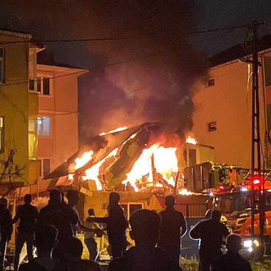 Ümraniyedeki iş yerinde çıkan yangında art arda patlama anları kamerada