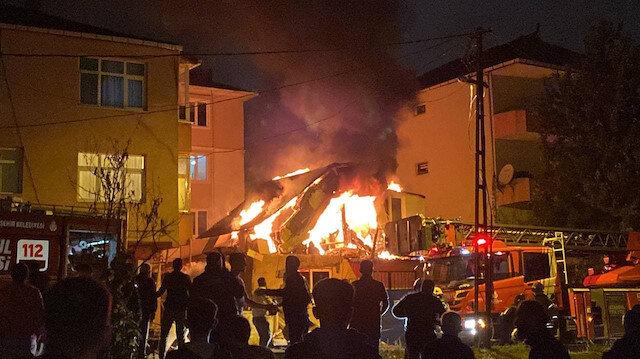 Ümraniye'deki iş yerinde çıkan yangında art arda patlama anları kamerada