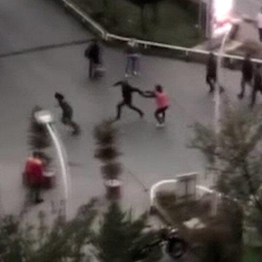 Beylikdüzünde bir sürücü trafikte kavga ettiği motokuryeyi çekiçle kovaladı