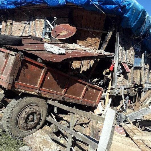 Evlerine çarpan traktör bir aileyi yuvasız bıraktı: Yardım bekliyorlar