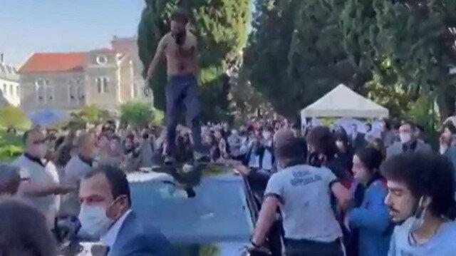 Boğaziçi Üniversitesi'nde rektörün makam aracının üzerine çıkan 10 kişi gözaltına alındı