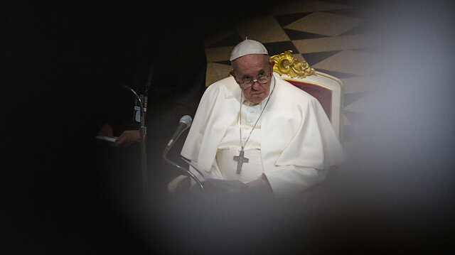 Özür dilemedi: Papa, Fransa'da 216 bin çocuğun cinsel istismar mağduru olması nedeniyle üzgün