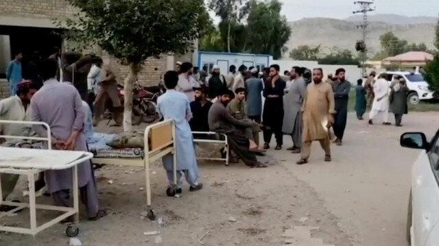 Pakistan'da büyük deprem: 20 kişi öldü 300 kişi yaralandı