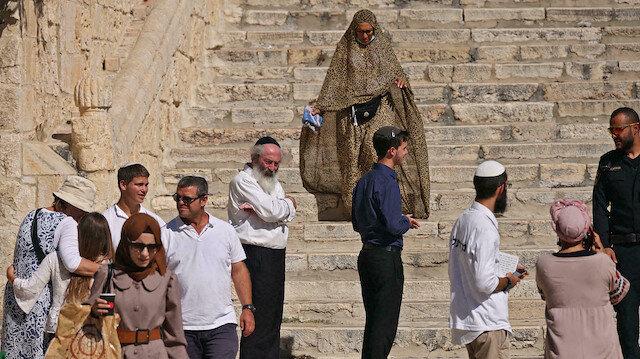 Filistin tarafının tüm tepkilerine rağmen fanatik Yahudiler bugün Aksa'da ibadet etti