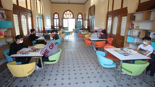 TÜGVA Adalar'daki gençlere kapılarını yeniden açtı