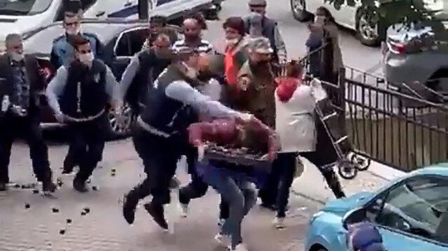 Kağıthane'de zabıta memurundan kendisine tekme atan seyyar satıcıya saldırı