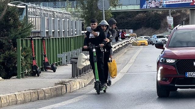 Kadıköy'de pes dedirten görüntü: Scootera 3 kişi binen gençler tehlike saçtı