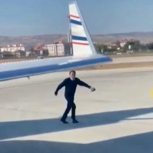 Esenboğa Havalimanında pilottan takdir toplayan davranış: Pistteki kaplumbağa güvenli alana bırakıldı