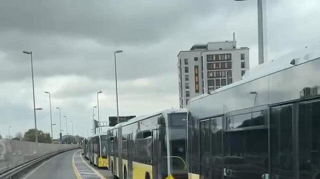 İstanbul'da metrobüs arızası seferleri aksattı