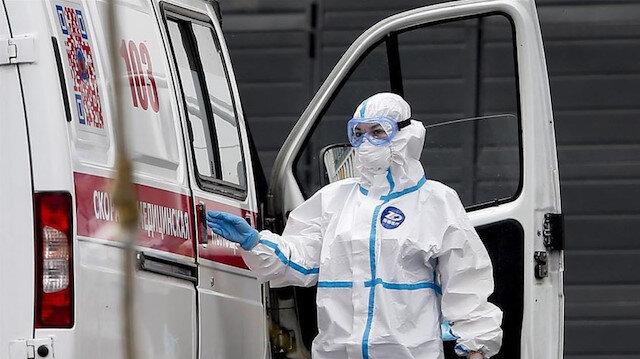 Rusya'da ağır bilanço: Kovid-19 günlük ölüm vakaları dört gündür 900'ün üzerinde seyrediyor